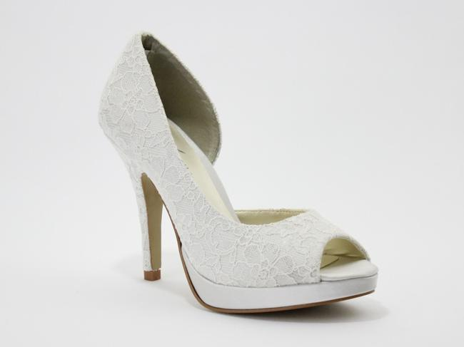 Item - Ivory Kelly Lace Complimentary Accessory Included Pumps Size US 8.5 Regular (M, B)