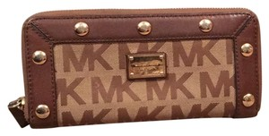MICHAEL Michael Kors Wristlet in Brown