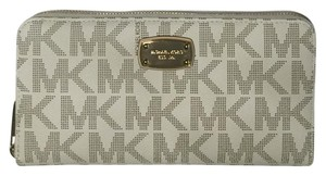 Michael Kors Michael Kors ZA Jet Set Travel Continental Signature Vanilla Wallet