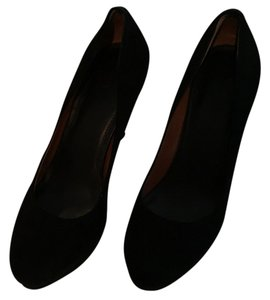 Banana Republic Black suede Pumps