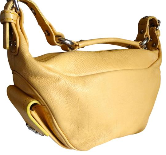 Preload https://img-static.tradesy.com/item/12578383/marc-jacobs-purse-with-dust-yellow-leather-hobo-bag-0-2-540-540.jpg