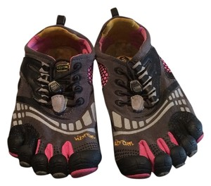 Vibram black and pink Athletic