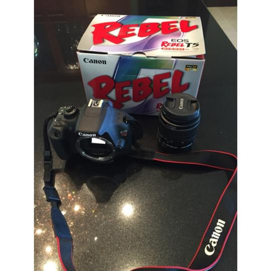 Canon EOS Rebel T5 DSLR Camera with 18-55mm IS Lens Image 5