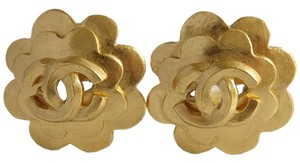 Chanel Auth CHANEL Vintage 96P CC Logo Clip-On Earrings Gold tone Flower