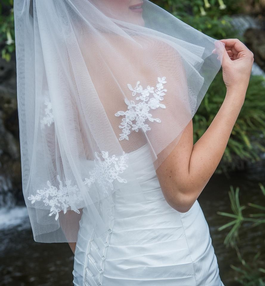 Zveil Ivory Or White Short Two Tier Lace Applique Bridal Veil - Tradesy