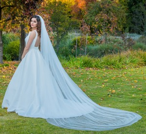 Zveil Ivory Or White Long Cathedral Bridal