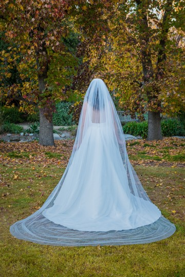 Zveil Ivory Or White Long Cathedral Bridal Veil Image 2