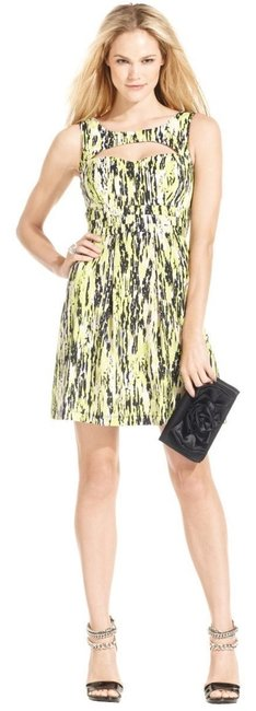 Preload https://item5.tradesy.com/images/guess-printed-cut-out-green-multi-knee-length-short-casual-dress-size-12-l-1258934-0-0.jpg?width=400&height=650