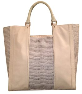 Pour La Victoire Tote in White w/white and Navy embossed panels. Navy Lining