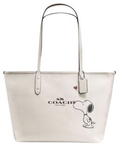 Coach City 37273 Snoopy Tote in Chalk white