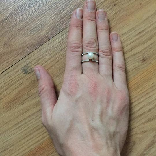 Silver ring with a high quality pearl Image 2