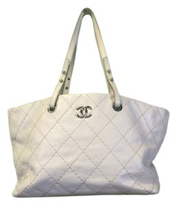 Chanel Fashion Style Tote in white