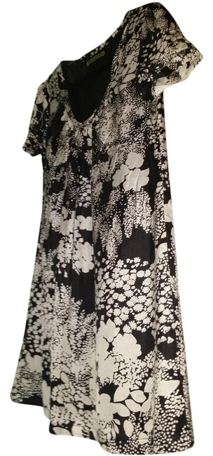 Preload https://item4.tradesy.com/images/black-and-white-silk-tent-one-piece-easy-above-knee-short-casual-dress-size-8-m-1262153-0-0.jpg?width=400&height=650