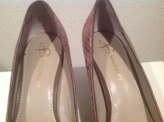 B. Makowsky Classy Front Gold Ring And Bow Multi color Pumps