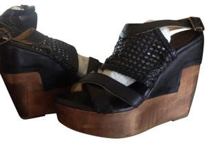Bed|Stü Sandal Black Leather Black Rustic Wedges