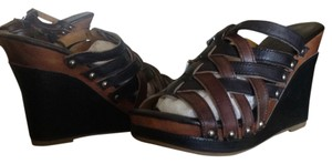 Bed|Stü Bed Stu Gina Wedge Sandal Black/teak rustic Wedges