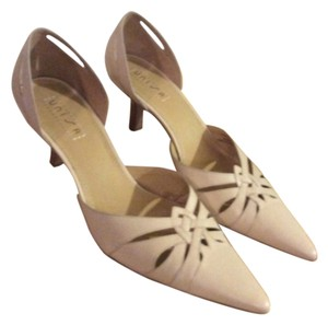Unisa Cream Pumps
