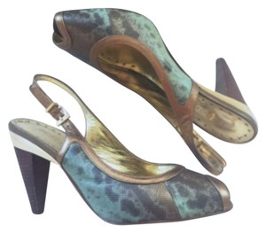BCBGeneration Blue/copper/gold Pumps