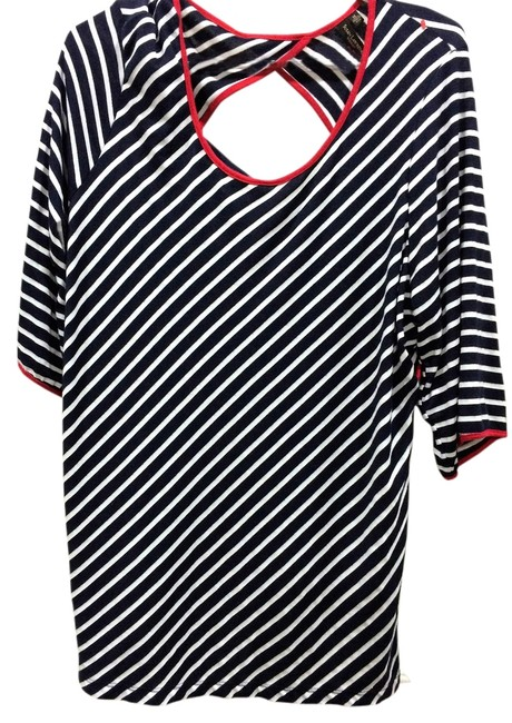 Item - Black and White with Red Detail Tee Shirt Size 20 (Plus 1x)
