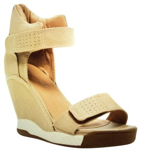 Beauty Heel Beige Wedges