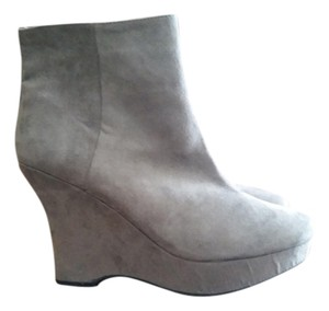 Express Wedge Suede Size 10 Gray Boots