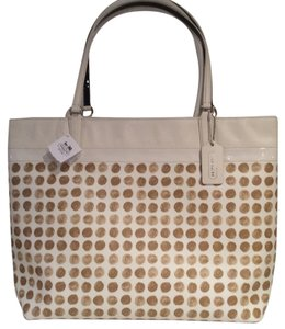 Coach Tote in Chalk / Tan