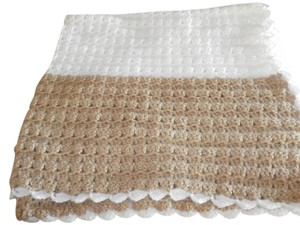 NEW VERY SOFT HANDMADE BABY BLANCKET CROCHET 100% ACRILIC WHITE/BROWN 47X42