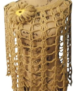 ELEGANT HANDMADE CROCHET CAPA SPIDER COLOR GOLD SIZE M WITH BEAUTIFUL FLOWER