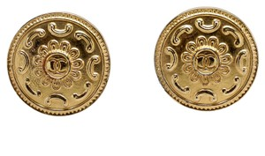 Chanel Chanel Vintage Gold Plated Round Flower Double