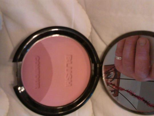 signature club A SIGNATURE CLUB A Contour ultra creamy powder blushes shade #2 + Couture lip and eye duo pencil.
