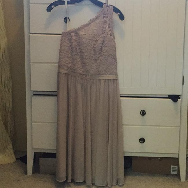 Item - Beige Traditional Bridesmaid/Mob Dress Size 6 (S)