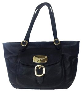 Michael Kors Luxury Tote in Black