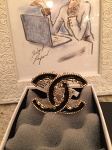 Chanel Chanel Black Enamal Gold Brooch