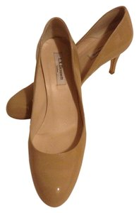 L.K. Bennett Samira Nude Patent Euro Size 39.5 Kate Middleton Sledge Low Heel Nude, Beige, Tan Pumps