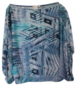 Alberto Makali Silky Draping Knit Large Knit Top Shades of blue with white