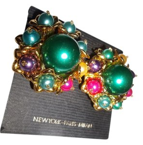 Accessory Express Large Cluster Multicolor Pair of Clip-ons with Green Center, 1 1/4