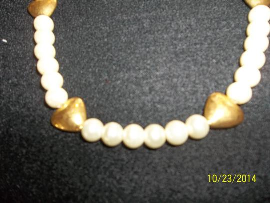 Other Pearl Look Necklace w/ Gold Hearts