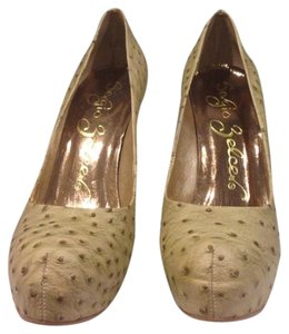 Sergio Zelcer Tan Pumps