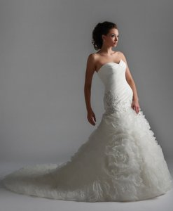 Bonny Bridal Brand New Bonny 8108 Wedding Dress