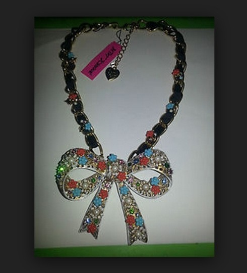 Betsey Johnson Betsey Johnson BOW Statement necklace