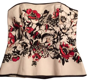 White House | Black Market Top Ruby red, tan & black flowers on white