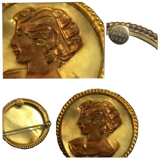 Alice Caviness VINTAGE ALICE CAVINESS MOTHER OF PEARL CAMEO BROOCH