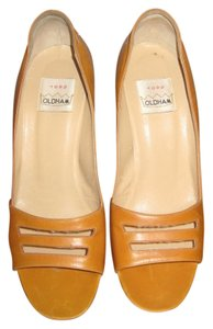 Todd Oldham Leather Unique Shaped Heel Made In Italy Butterscoth Pumps