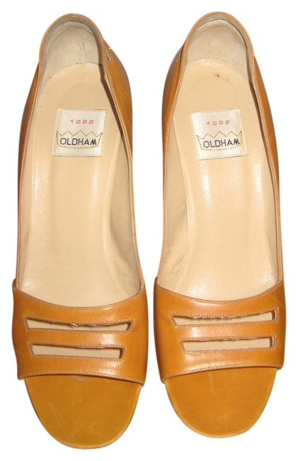 Item - Butterscoth Leather Unique Shaped Heel Made In Italy Pumps Size US 9.5 Regular (M, B)
