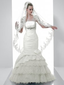 Val Stefani D7982 Wedding Dress