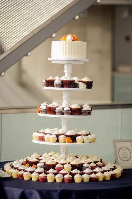 Item - White/Ivory 5 Tier Cupcake Stand