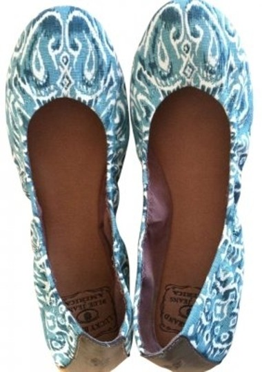 Preload https://item5.tradesy.com/images/lucky-brand-emmie-flats-size-us-85-127879-0-0.jpg?width=440&height=440