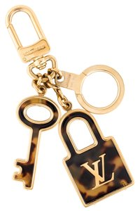Louis Vuitton Gold-tone Louis Vuitton Confidence LV logo monogram keychain bag charm