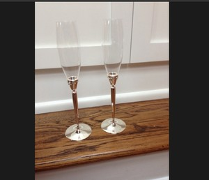 New Monique Lhuillier Champagne Toasting Glasses Perfect For Wedding!