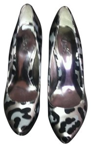 Carlos by Carlos Santana Pewter Leopard Pumps